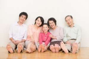 幸せそうな家族の画像